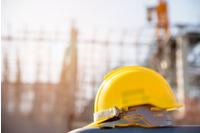 Bilde av bygningsplass med hjelm